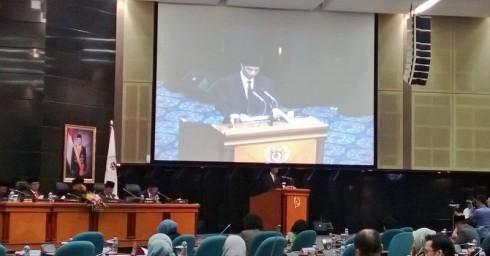 Momen Ketika Gubernur DKI Jakarta Jokowi Membacakan Tanggapan atas Pemandangan Fraksi-Fraksi