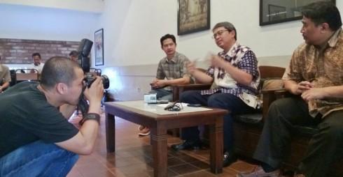 Bang Sani Pimpin KonPress Dana Bantuan Haji Jakarta didampingi Pak Dite (Foto : SuaraJakarta.co/Ardy)